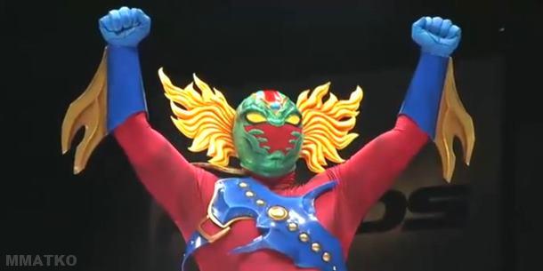 Los luchadores japoneses son casi tan coloridos como sus superhéroes. Aztekaizer mexcla a ambos.