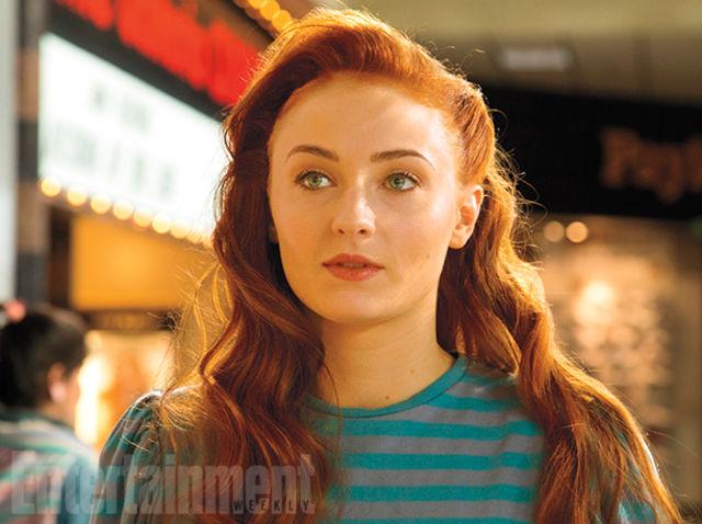 JEAN GREY (Sophie Turner)   Asustada por sus poderes telepáticos, Jean es de las estudiantes favoritas de Xavier.