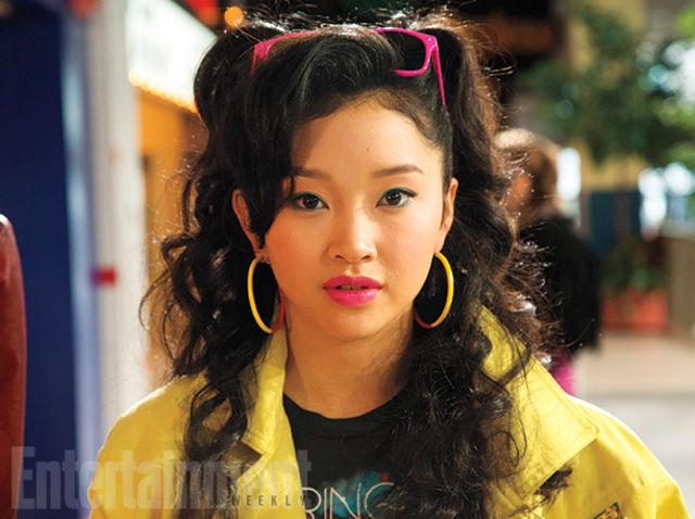 JUBILEE (Lana Condor)   Estudiante fashion de la Escuela Xavier, lanza rayos de luz muy a la moda