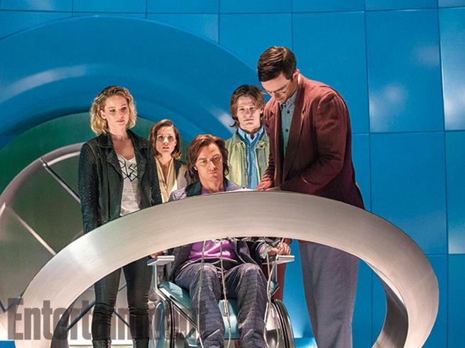 Raven/Mystique (Jennifer Lawrence), Moira MacTaggert (Rose Bryne), Charles Xavier (James McAvoy), Alex Summers/Havok (Lucas Till), y Hank McCoy/Beast (Nicholas Hoult)