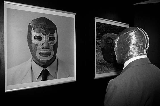La elegancia es parte importante de la imagen en el cine mexicano de luchadores.