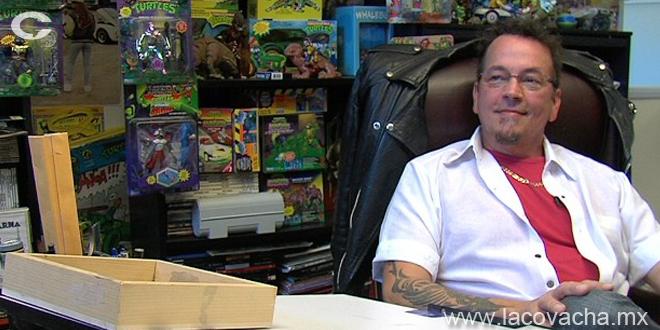 Kevin Eastman, creador de las Tortugas Ninja, aparece casi al inicio ...